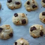 Cookies aux chocolats noir et blanc et aux noix
